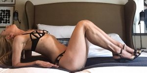 Maryna erotic massage in Marshall